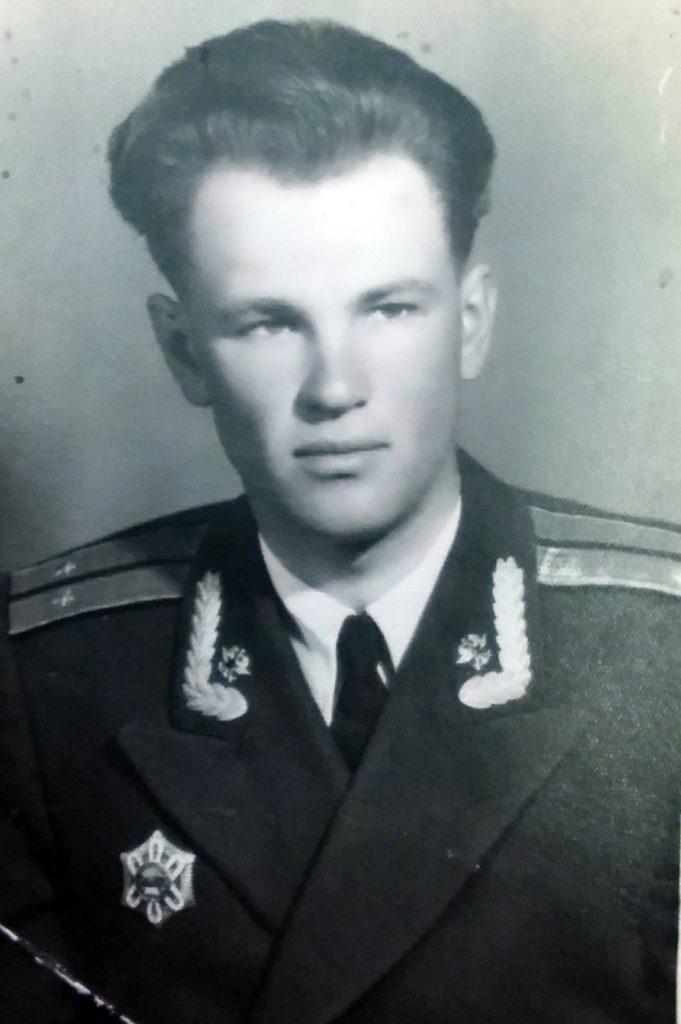 Молодой кавалер ордена Полярная Звезда МНР лейтенант Г.В. Сперанский