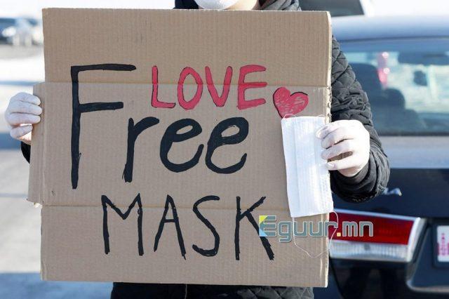 В Монголии волонтеры раздают бесплатные маски въезжающим в город