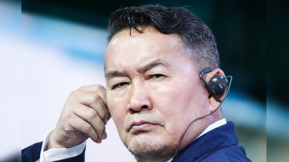 Президент Монголии призвал депутатов парламента проявить мужество и подать в отставку